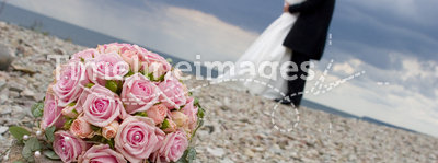 Weddingflowers on a stone.JH