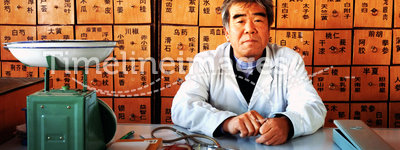 Chinese medicine. An old doctor of traditional Chinese medicine